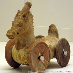 Toy Horse from 16 centuries ago (4th Century AD Athens) - © By Tilemahos Efthimiadis / Flickr / CC BY 2.0