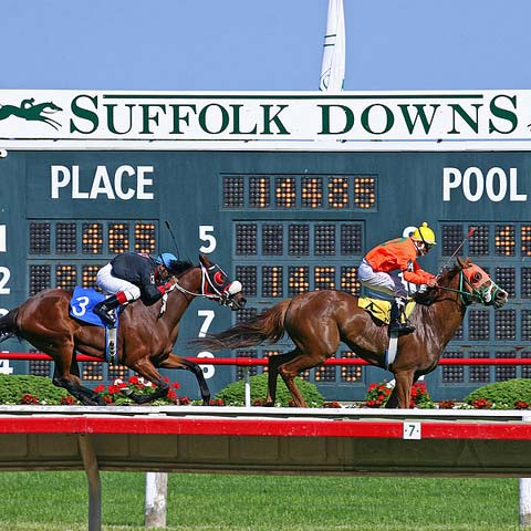 Horse racing results board for Suffolk Downns track, East Boston, Massachusetts USA.	Photo: © Anthony92931 / Wikimedia / CC BY-SA 3.0